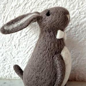 Hase - Osterhase - hübscher großer Hase in weiß- Höhe 22 cm - aus Porzellan - gute Qualität -für die österliche Dekoration