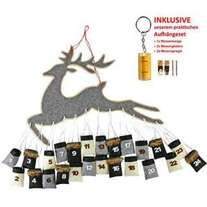 Roomando Adventskalender Rentier Flying Reindeer aus Holz mit 24 Jute Säckchen zum Aufhängen inkl. Aufhängeset