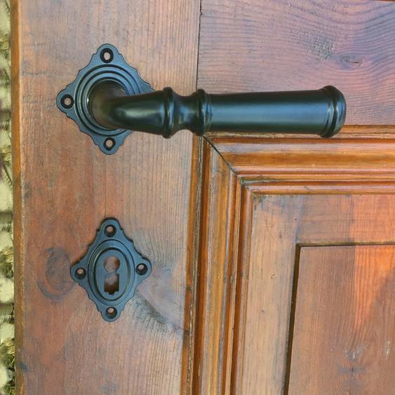 Ansprechende Klinkengarnitur für Zimmertür - mit Rosetten wie antik in schwarz