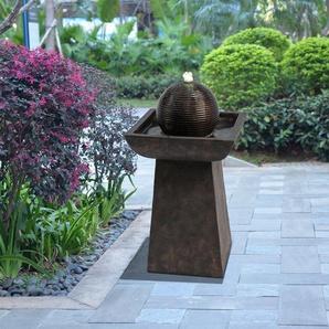 Brunnen Berwyck aus Kunstharz mit Licht