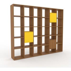 Bücherregal Eiche - Modernes Regal für Bücher: Türen in Zitronengelb - 233 x 195 x 35 cm, Individuell konfigurierbar