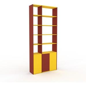 Bücherregal Rot - Modernes Regal für Bücher: Türen in Gelb - 116 x 272 x 35 cm, Individuell konfigurierbar