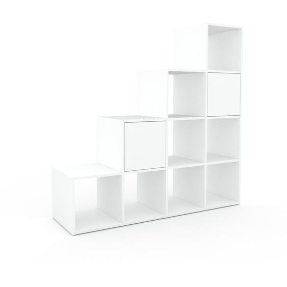 Bücherregal Weiß - Modernes Regal für Bücher: Türen in Weiß - 156 x 157 x 47 cm, Individuell konfigurierbar