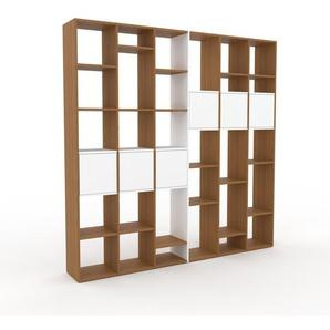 Bücherregal Eiche - Modernes Regal für Bücher: Türen in Weiß - 233 x 233 x 35 cm, Individuell konfigurierbar