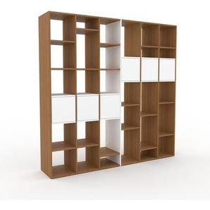Bücherregal Eiche - Modernes Regal für Bücher: Türen in Weiß - 233 x 233 x 47 cm, Individuell konfigurierbar