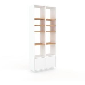 Bücherregal Weiß - Modernes Regal für Bücher: Türen in Weiß - 79 x 200 x 35 cm, Individuell konfigurierbar