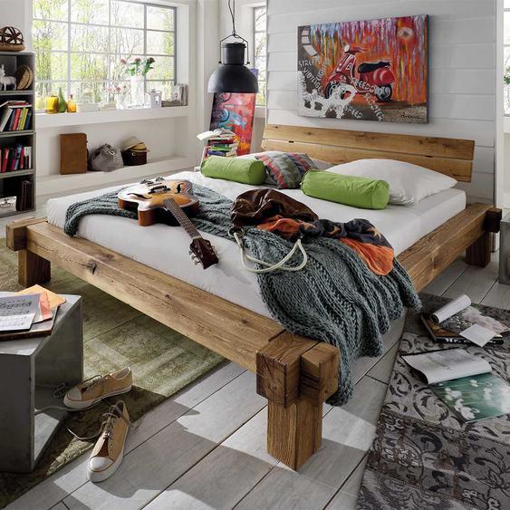 Design Balkenbett aus Wildeiche Massivholz geölt