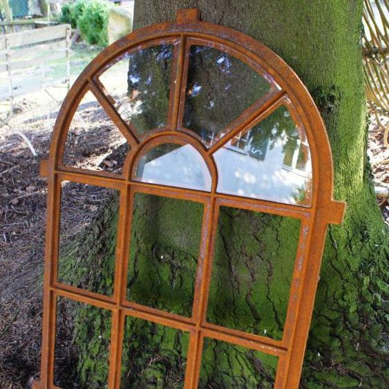 Eisenfenster als Antik-Fenster für Gartenmauer m Bogen, Stallfenster westfälisch