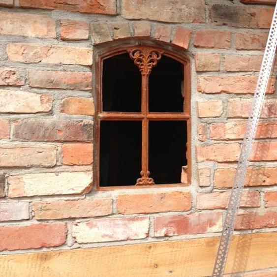Eisenfenster für alte Gartenmauer, Sprossenfenster, Stallfenster Gretje klappbar