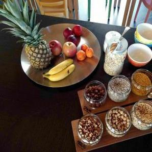 Exklusive Müslibar mit 3 Gläsern / Cerealien-Spender aus Kirschbaum