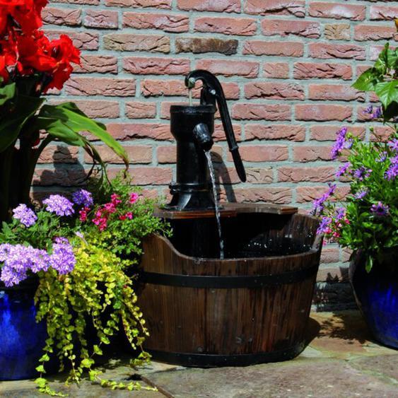 Gartenbrunnen aus Holz