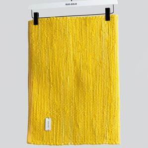 Handgefertigter Teppich aus Baumwolle in Gelb