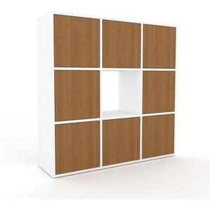 Holzregal Weiß - Skandinavisches Regal aus Holz: Türen in Eiche - 118 x 118 x 35 cm, Personalisierbar