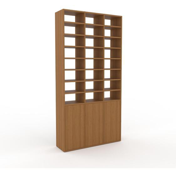 Holzregal Eiche - Skandinavisches Regal aus Holz: Türen in Eiche - 118 x 233 x 35 cm, Personalisierbar