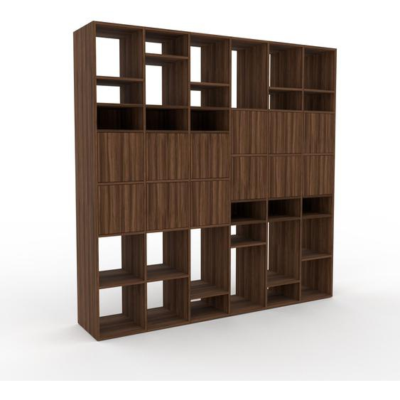 Holzregal Nussbaum - Skandinavisches Regal aus Holz: Türen in Nussbaum - 233 x 233 x 47 cm, Personalisierbar