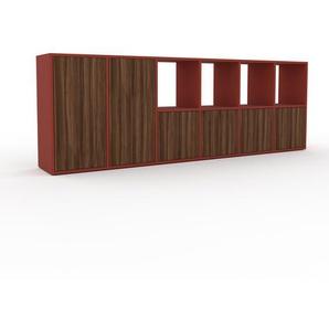Holzregal Rot - Skandinavisches Regal aus Holz: Türen in Nussbaum - 233 x 80 x 35 cm, Personalisierbar