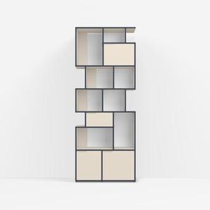 Individualisierbar: Bücherregal aus Spanplatte in Beige - Moderne Designer-Möbel nach Maß.