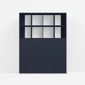 Individualisierbar: Bücherregal aus Spanplatte in Blau - Moderne Designer-Möbel nach Maß.
