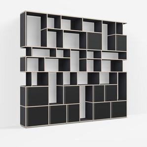 Individualisierbar: Raumtrenner aus Multiplexplatte in Schwarz - Moderne Designer-Möbel nach Maß.
