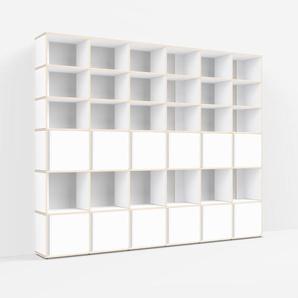 Individualisierbar: Raumtrenner aus Multiplexplatte in Weiß - Moderne Designer-Möbel nach Maß.