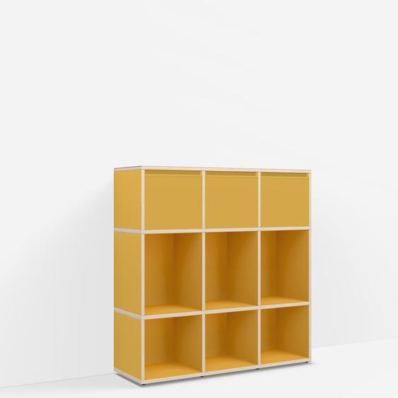 Individualisierbare Kommode mit Schubladen aus Spanplatte in Gelb. Moderne Designer-Möbel