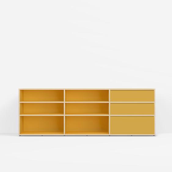 Individualisierbare Kommode mit Türen aus Spanplatte in Gelb. Moderne Designer-Möbel