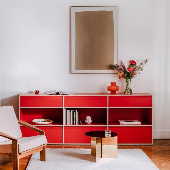 Individualisierbare Sideboard aus Spanplatte in Reinrot. Moderne Designer-Möbel