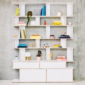 Individualisierbares Bücherregal aus Multiplexplatte in Weiß. Moderne Designer-Möbel nach Maß.