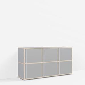 Individualisierbares Sideboard aus Massivholz in Grau. Moderne Designer-Möbel nach Maß.