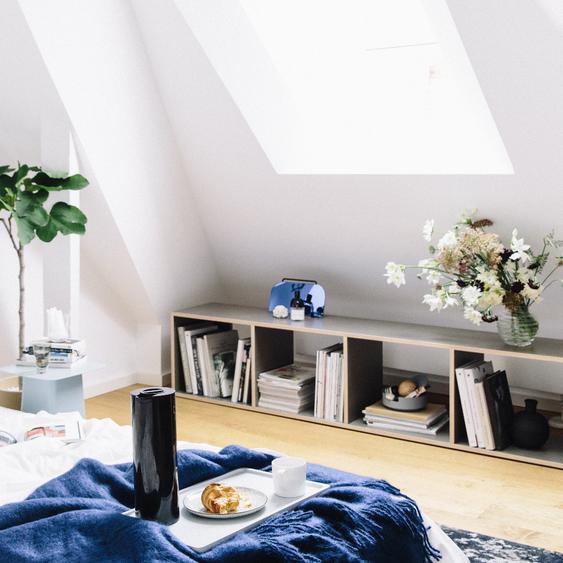 Individualisierbares Sideboard aus Multiplexplatte in Grau. Moderne Designer-Möbel nach Maß.