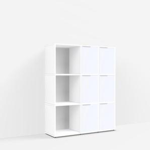 Konfigurierbare Kommode mit Schubladen. Aus Spanplatte in Weiß.