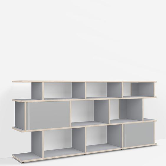 Konfigurierbare TV-Möbel aus Muliplexplatte in Grau.
