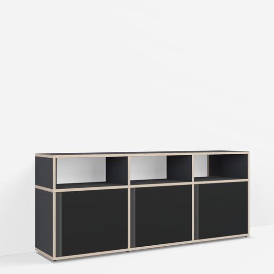 Konfigurierbare TV-Möbel aus Muliplexplatte in Schwarz.