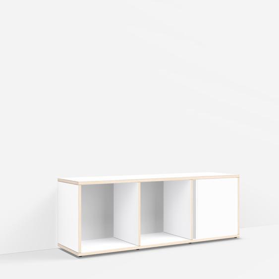 Konfigurierbare TV-Möbel aus Muliplexplatte in Weiß.