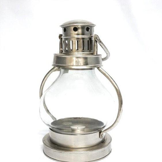 Laterne aus Metall und Glas