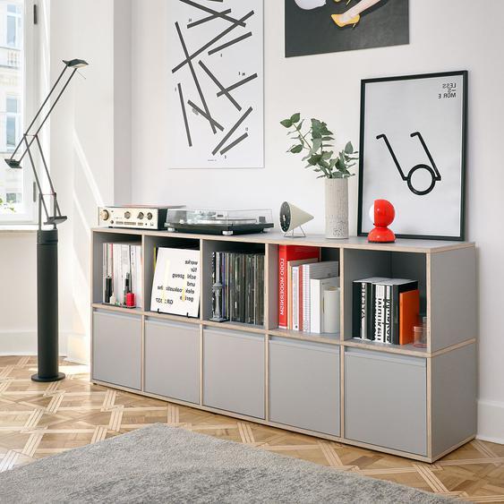 Personalisierbares Schallplattenregal aus Massivholz in Grau. Moderne Designer-Möbel nach Maß.