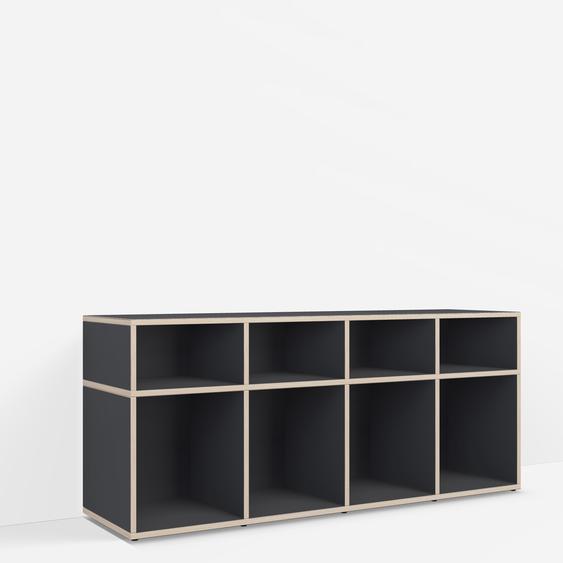 Personalisierbares Schallplattenregal aus Massivholz in Schwarz. Moderne Designer-Möbel nach Maß.