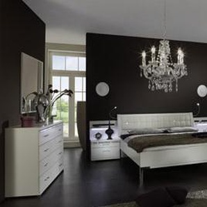 Schlafzimmer in Alpinweiß mit Kristallverzierungen, 4-tlg. Kleiderschrank B: ca. 300 cm,  Bett Liegefläche 180 x 200 cm, 2 Nachtschänke B:ca. je 60 cm