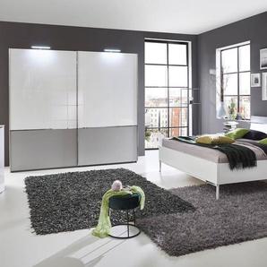 Schlafzimmer in weiß, Absetzungen in hellgrau, Schwebetürenschrank, Bett 180x200 cm, 2 Nachtische