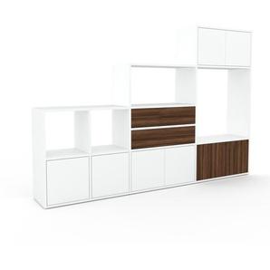 Schrankwand Weiß - Moderne Wohnwand: Schubladen in Nussbaum & Türen in Weiß - Hochwertige Materialien - 229 x 157 x 35 cm, Konfigurator