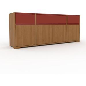 Sideboard Eiche - Sideboard: Schubladen in Rot & Türen in Eiche - Hochwertige Materialien - 154 x 62 x 35 cm, konfigurierbar