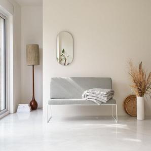 Sofa aus Metallstruktur und abziehbaren Kissenbezügen
