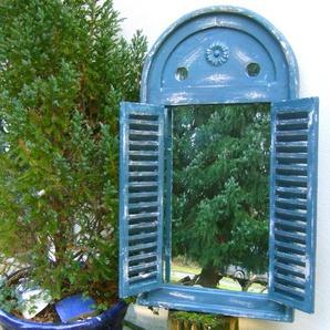 Spiegelfenster in tollem griechisch Blau -Wandspiegel im Bad Fenster als Spiegel