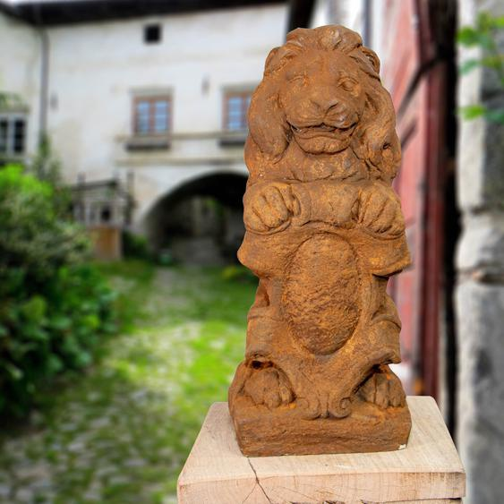 Steinlöwe mit Wappen, Rost-Optik, Figur, Mauerpfeiler, Skulpturen, Garten
