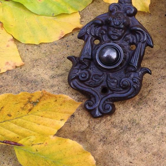 Türklingel mit Engel, gründerzeitliche Klingel, Haustür-Klingel aus Antik-Eisen