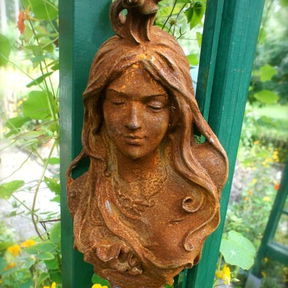 Wand/Garten Dekoration Jugendstil -schöner Eisen Frauenkopf der Jahrhundertwende