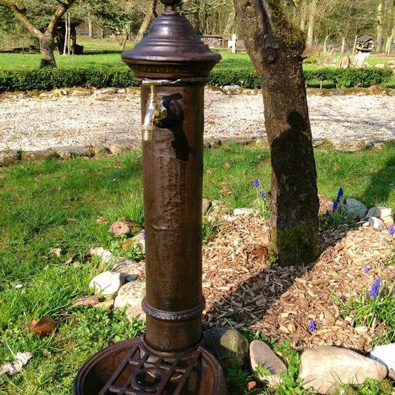 Wasser-Zapfstelle hübscher Standbrunnen, Stehbrunnen mit Messing-Hahn