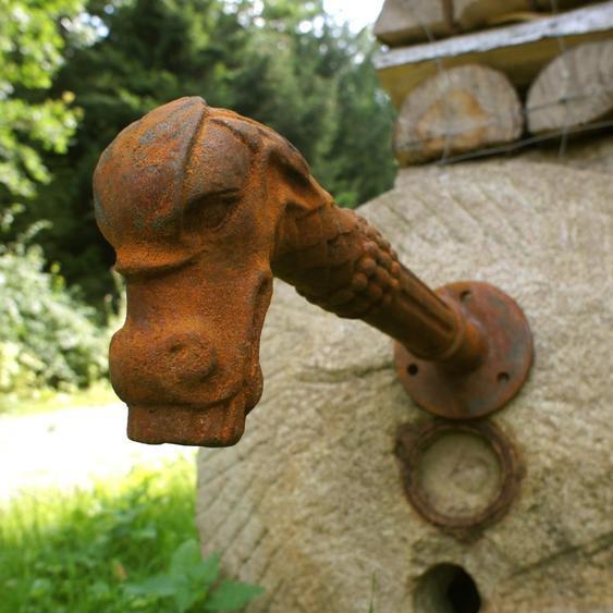 Wasserspeier, Brunnenauslauf, Brunnen - Fabelwesen Gargoyle als Speier