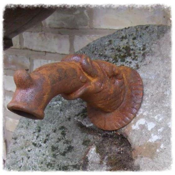 Wasserspeier, Brunnenauslauf, Fabelfisch, f. Wandbrunnen, Auslauf
