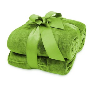 Wohndecke »Lumaland TV Kuscheldecke mit Ärmeln aus weich...«, Lumaland, aus weichem Coral Fleece mit Handytasche 170 x 200 + 50 cm Fußtasche grün